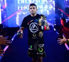 Bibiano Fernandes retained his 135-lbs strap in the main event of ONE FC 15: Rise of Heroes.