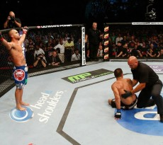 Robbie-Lawler-victorious