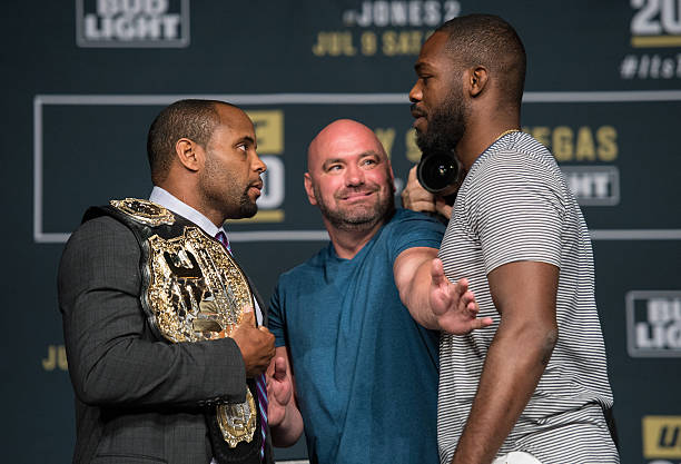 Who wins, Jones or Cormier
